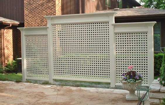 Lattices fence and privacy screens on pinterest for Privacy from neighbors ideas