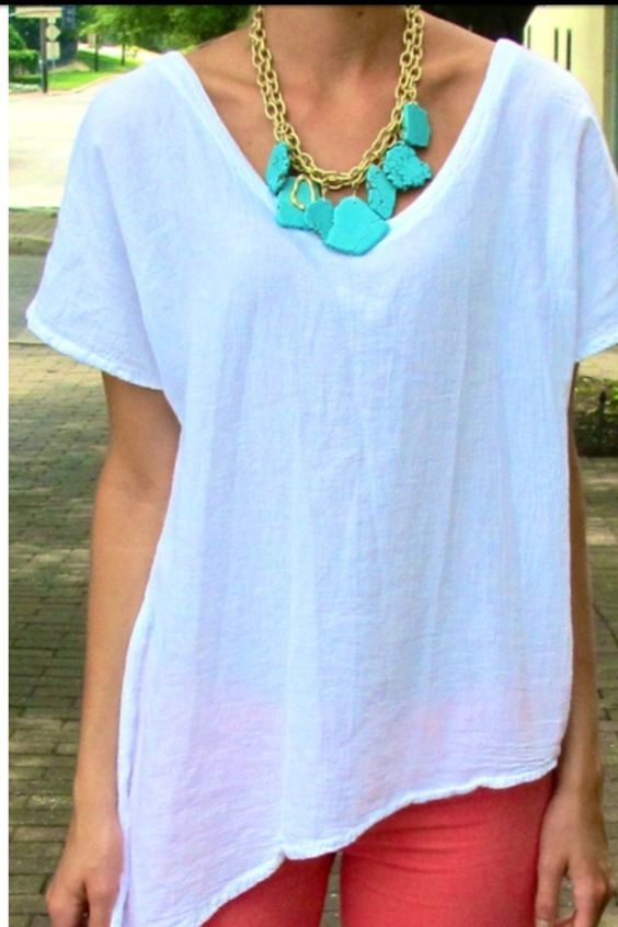 white short-sleeved baggy tee, coral skinny-jeans, turquoise stone gold chain necklace