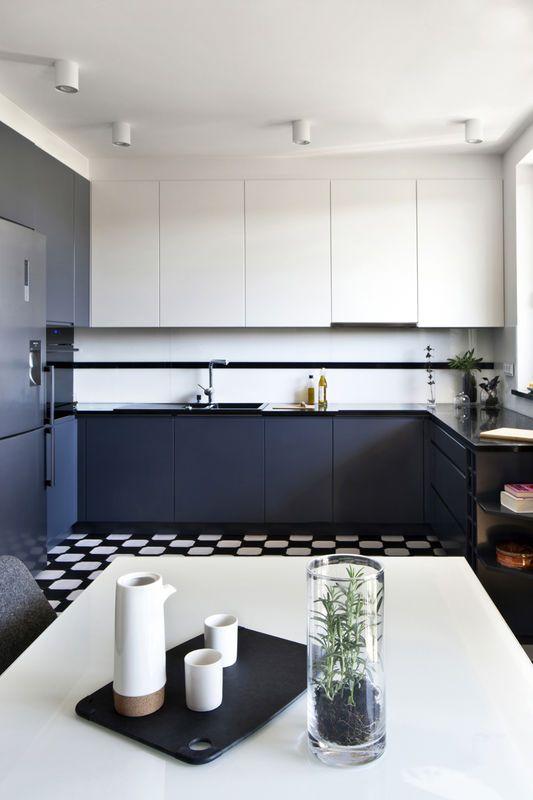 Dwukolorowe Meble Kuchenne Kuchnia Styl Nowoczesny Aranzacja I Wystroj Wnetrz Kitchen Interior Home Decor Kitchen Cabinets