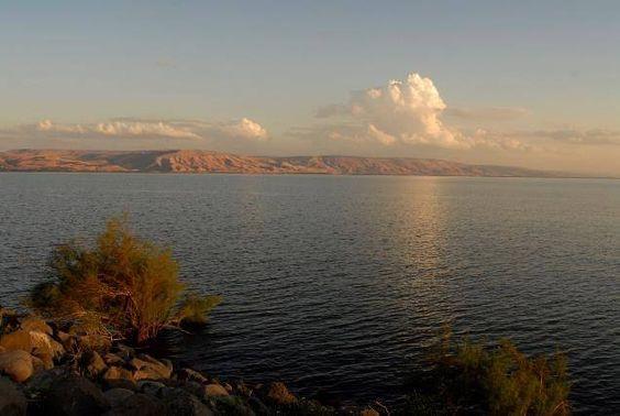 Sul Mare di Galilea, anche detto lago di Tiberiade o lago di Kinneret