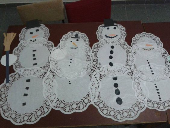 Sněhuláci z dortových ubrousků