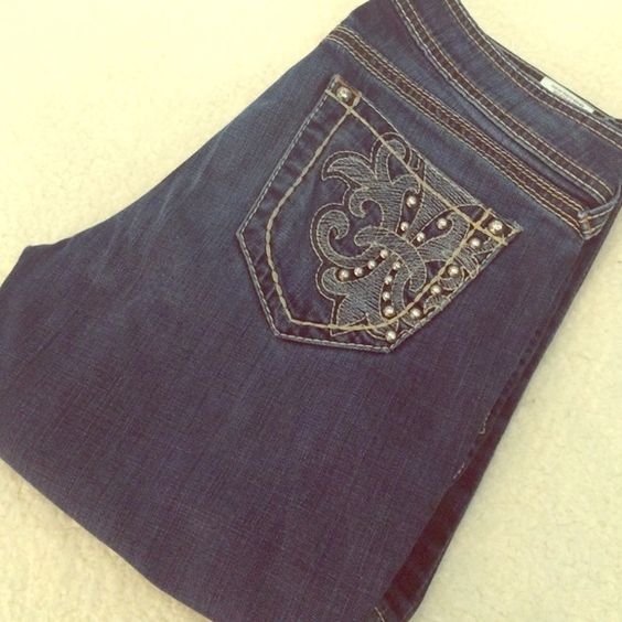 ✨Ariat Jeans✨ Adorable Ariat boot cut jeans❤️ I absolutely love these, but I just don't fit in them anymore worn twice inseam 33 inches please no trades  please no lowball offers ‼️feel free to ask me any questions‼️ Ariat Jeans Boot Cut