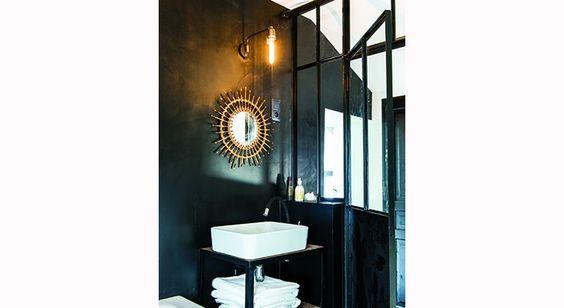 Une Nuit A L Hotel Sans Quitter Votre Maison Salle De Bains Sous Combles Salle De Bain Miroir En Rotin