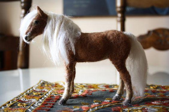 Felted Haflinger horse figurine by Minzoo por MinzooNeedleFelting