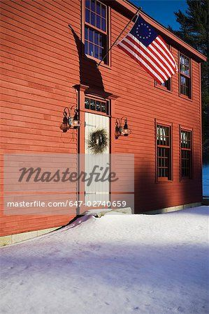 saltbox house exterior | Front entrance red saltbox style home Stock Photo - Premium Royalty ...