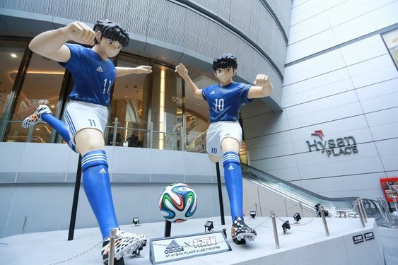 Estatuas gigantes de Campeones: Oliver y Benji en Hong Kong