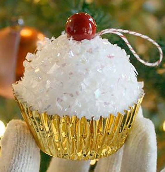 Faux Cupcake DIY Christmas Ornaments | 27 Spectacularly Easy DIY Christmas Tree Ornaments, see more at http://diyready.com/spectacularly-easy-diy-ornaments-for-your-christmas-tree