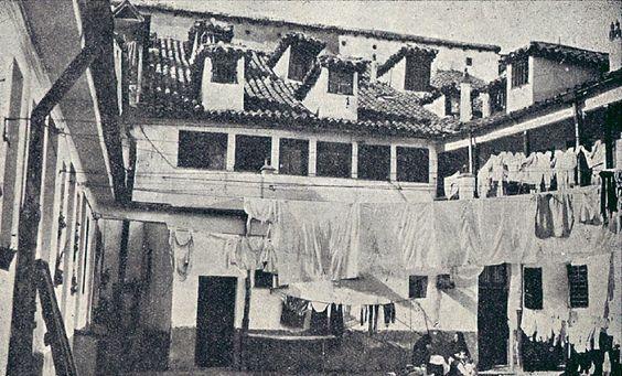 https://flic.kr/p/8XTmG3 | 1914.Interior de la casa-cuartel de la Guardia Civil en la plaza de Lavapiés