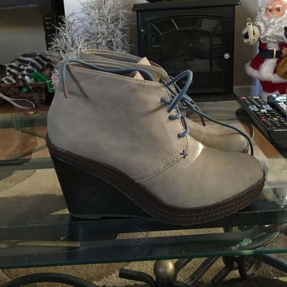 Dr scholls gray wedges Dr scholls gray wedges. Size 6.5 Urban Outfitters Shoes Ankle Boots & Booties