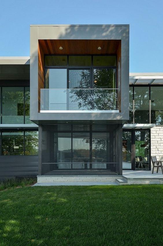 Moderno diseño de una vivienda en EE.UU. Reflejando grandeza: Residenca Edgewater
