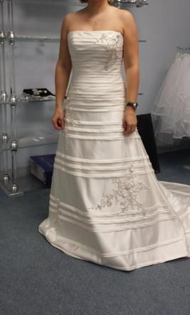 James Clifford J11000 14: buy this dress for a fraction of the salon price on PreOwnedWeddingDresses.com