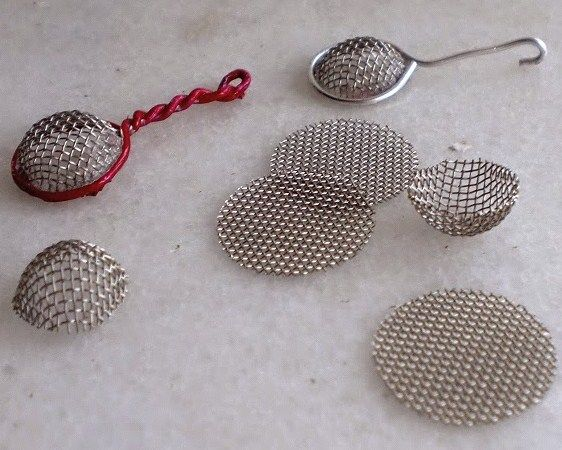 how to: mini strainers In Spanish, which doesn't translate well, but cute ideas...