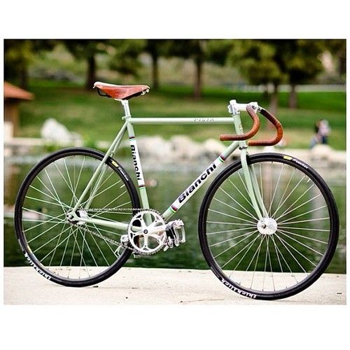 Bianchi pista #bicycle #fixed #fixie #bicis | caferacerpasion.com