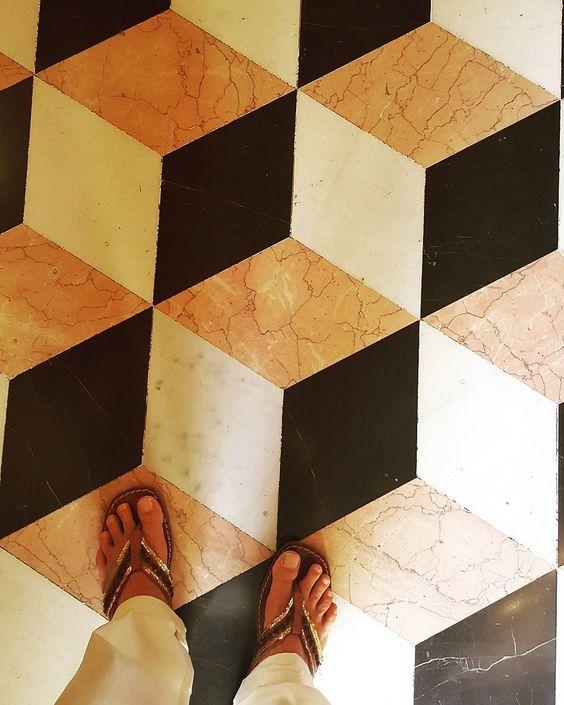 Valencia floor and flipflop- Adam