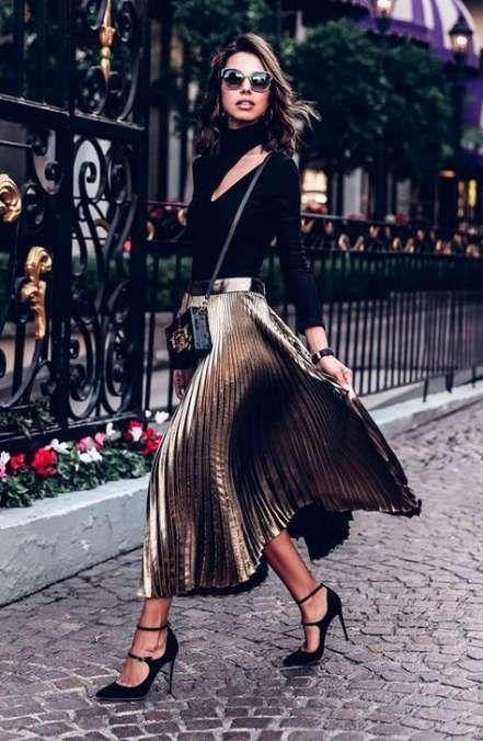 haut noir et jupe plissée dorée pour soirée