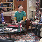 Still of Simon Helberg, Jim Parsons and Kunal Nayyar in The Big Bang Theory (2007)