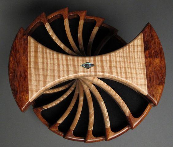 Boîte à bijoux tournante Compartiments cachés par watswood