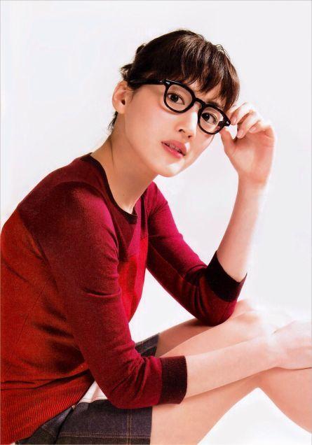 メガネをかける綾瀬はるか