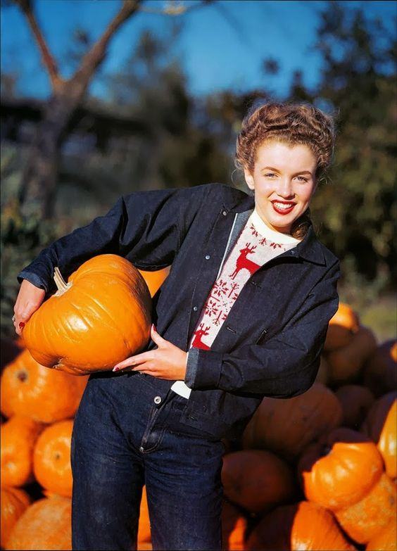 Marilyn Monroe hanging out in a pumpkin patch, 1945. See more pictures here: http://www.anothermag.com/current/view/3143/Marilyn_Monroe_in_a_Pumpkin_Patch