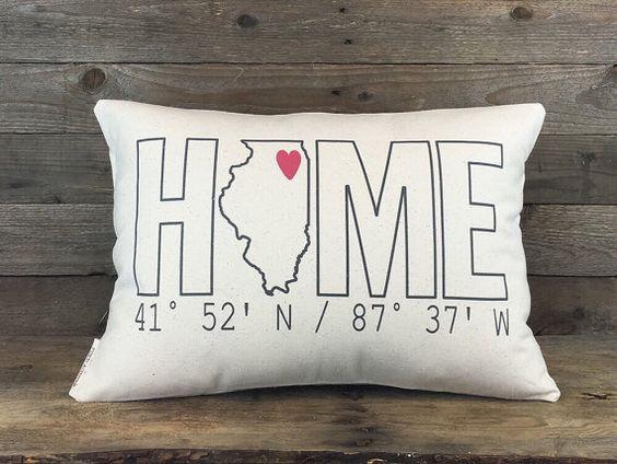 Home Coordinates State Pillow Custom Pillow par FinchandCotter