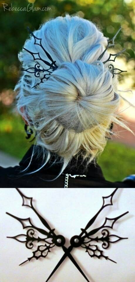 would look awesome in my hair with a blak birdcage veil for my halloween wedding
