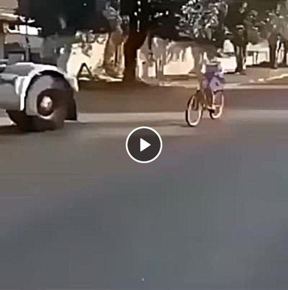 Crianças de bicicleta, olha no que deu