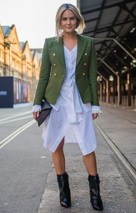 Brooke Testoni wears the CAMILLA AND MARC Dimmer Blazer to Mercedes-Benz Fashion Week Australia 2015: