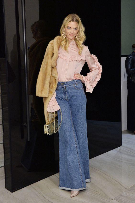 Boho: Frilly Blouse + Wide-Leg Jeans