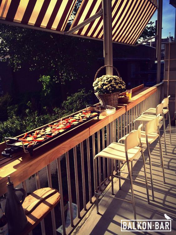 Create extra space on your balcony to organize a nice for Balcony restaurant bar