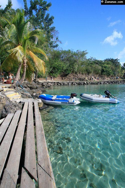 Ponton sur une des plages de la Pointe du Bout, principale station touristique de la Martinique située dans la baie de Fort de France.