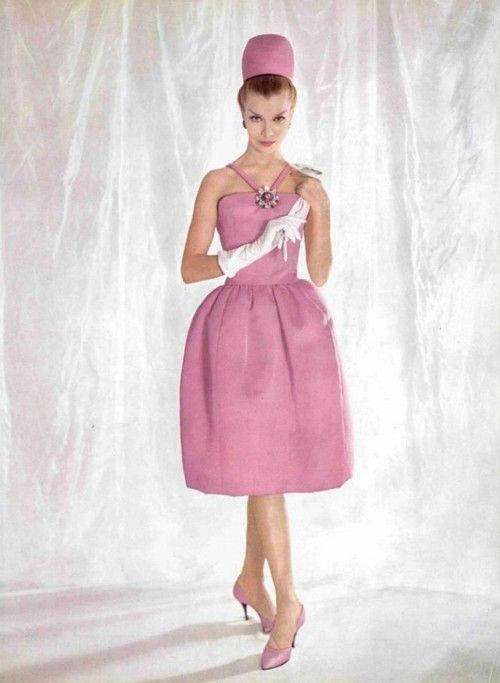 Deux lignes pour le cocktailL'Officiel #455, 1960Photographer: Philippe PottierChristian Dior, Spring 1960 Couture