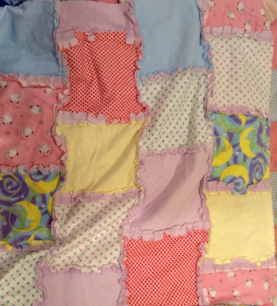 Fun small blanket to make with your fabric scraps : )