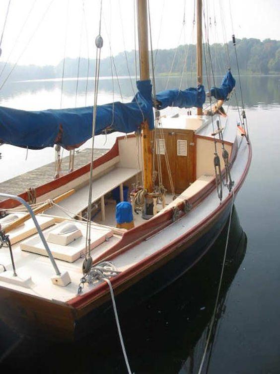 """Florence Oakland - 22' 5"""" V-Bottomed Schooner by John Atkin: Graceful Boats, Art Club, Bottomed Schooner, Naval Art, Classic Sail, Boat Plan, Florence Oakland, John Atkin"""