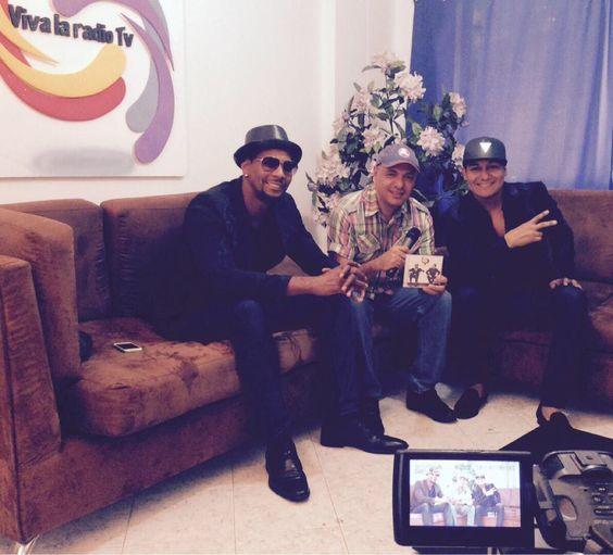 Estamos en vivo en directo con el @GRUPOBIP @carloscoloradop  lanza su éxito  AQUI http://evpo.st/1H9Bm4p