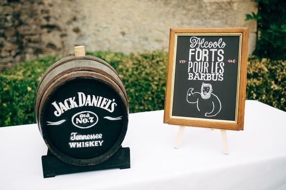 Bar à alcool fort pour mariage rock and roll: