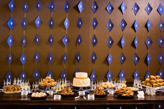 Patterned backdrop for the dessert table | LaLuz Photography