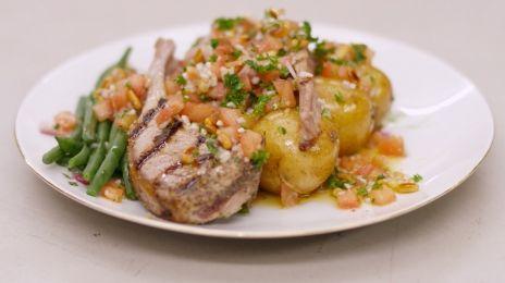 Eén - Dagelijkse kost - gegrilde lamskoteletten met boontjes en een tomatenslaatje
