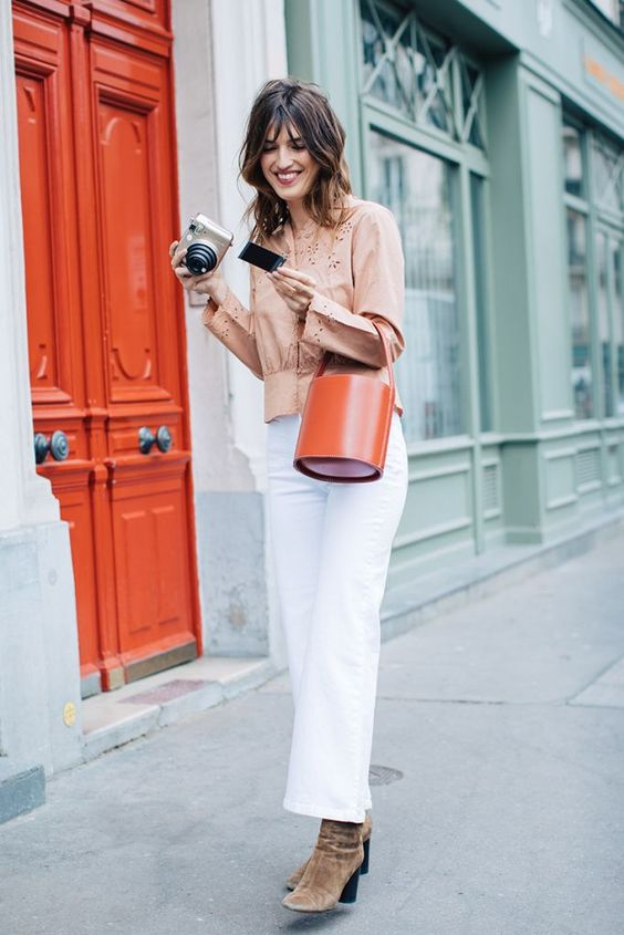 Beige blouse+white jeans+brown heeled suede booties+brick red handbag. Fall Casual Outfit 2017