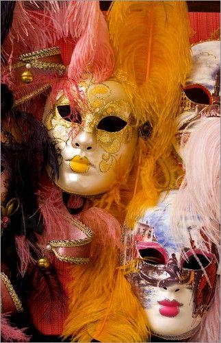 """Bild von Bill Bachmann - """"Bunte Karnevalsmasken zum Verkauf in Venedig"""""""