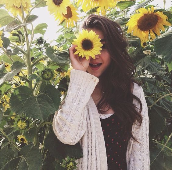 Hey I'm Rowan! I'm 15 years old! I'm an actress on girl meet world! My best friend is Sabrina! My boyfriend is Peyton Meyer ( someone be him) I also love photography, horseback riding, cooking, modeling, and fashion!