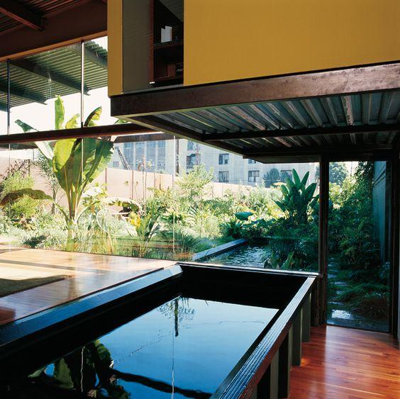 Haus aus Übersee-Containern: Auch der Pool ist ein Container