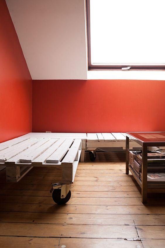 Diy tape 1 2 mon canap en palette sodas chambres d 39 h te et fils - Canape banquette ikea ...
