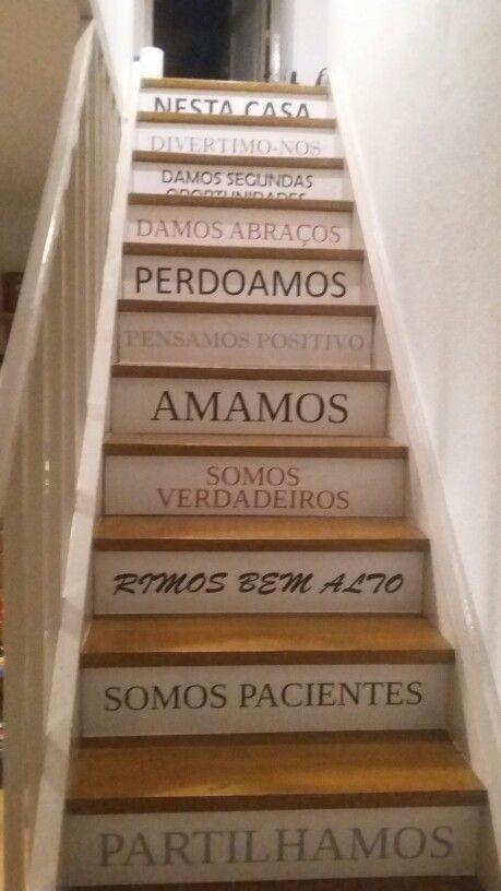 Escadas de interior decoradas com vinil: