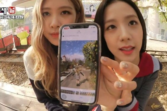 BLACKPINK's Rosé And Jisoo Share Their Expert Knowledge On Taking Aesthetic Photos