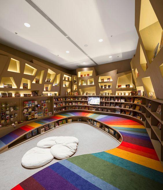 Librería Saraiva, en Río de Janeiro, área infantil  Pineado por Pilar Escolano