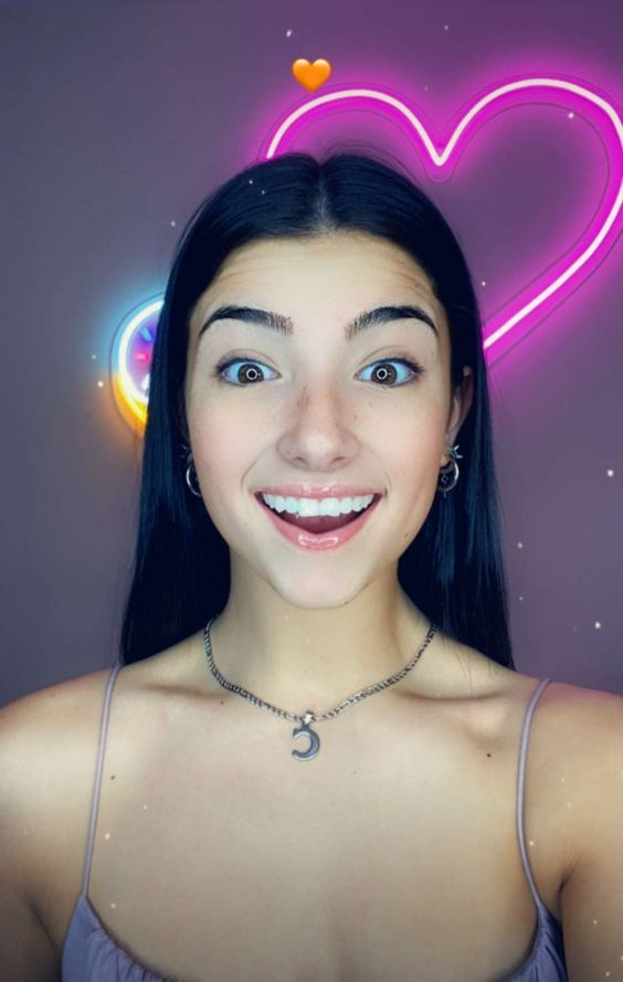 Pin By Sofia Wonder On Tiktok The Most Beautiful Girl Grunge Hair Famous Girls