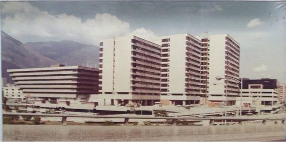 C.C.C.T  Y  piramide Invertida en Caracas 1976