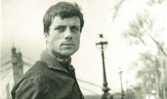 Screen idol Oliver Reed in an early publicity shot