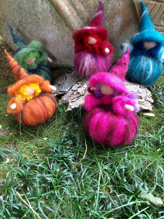Streghette colorate in lana fiaba e cardata in di CreazioniMonica