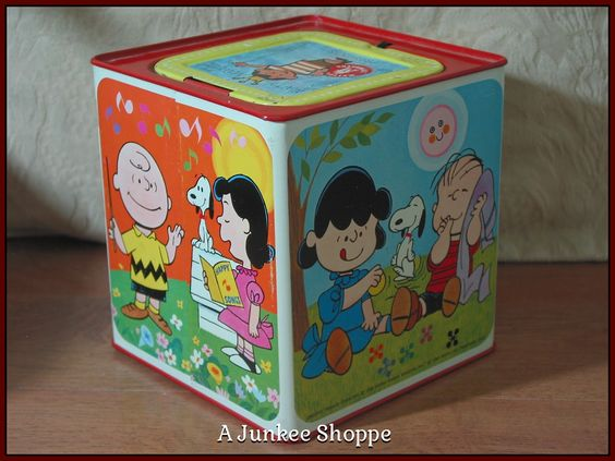 PEANUTS 1966 Snoopy In The Music Box Type Jack In The Box Kids Amusement Toy Junk 974  http://ajunkeeshoppe.blogspot.com/